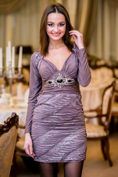 Женское короткое сиреневое платье из крепа